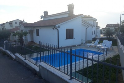 House with pool in Poreč surroundings